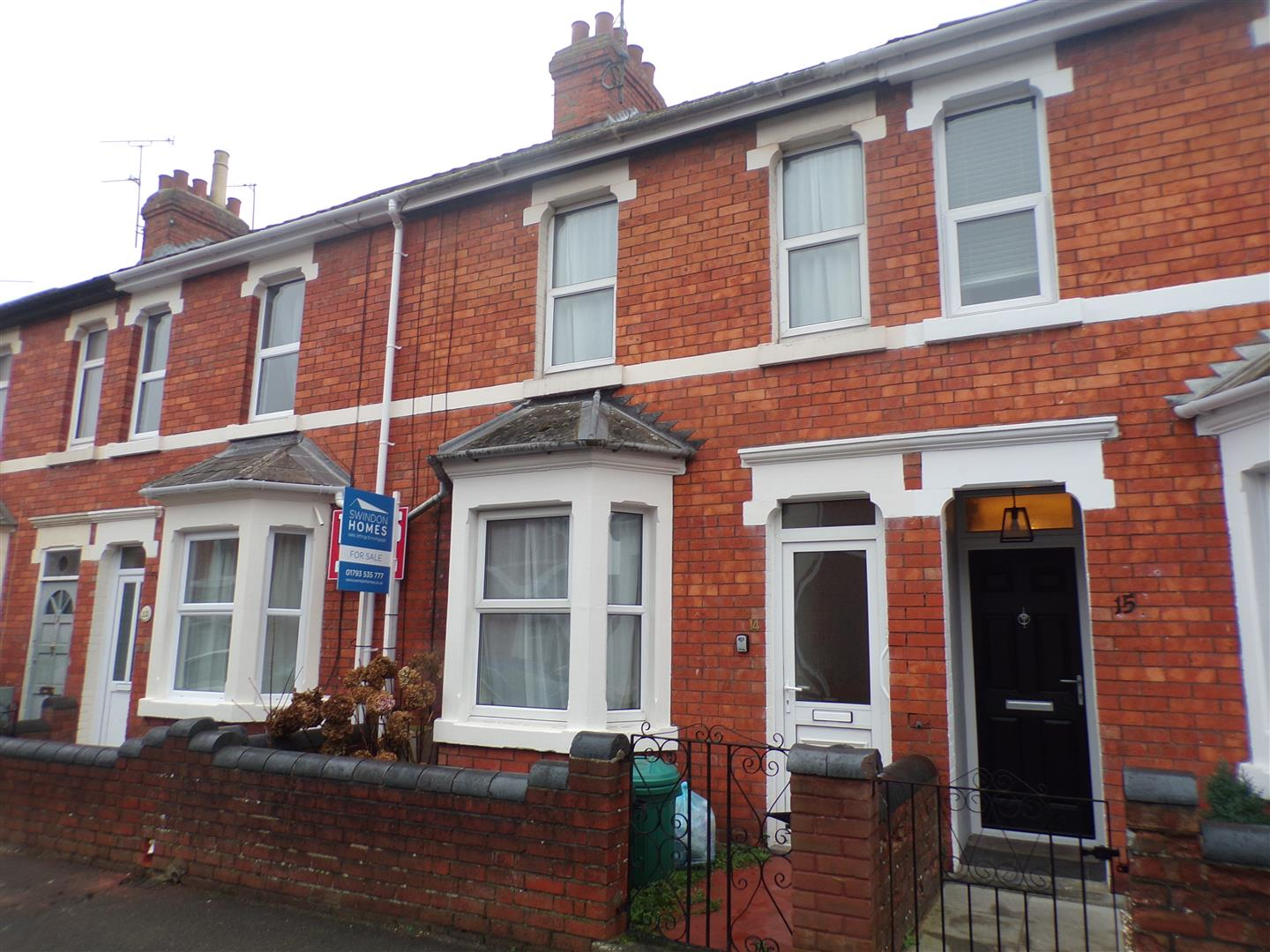 3 Bedrooms Terraced House for sale in Brunswick Street, Old Town, Swindon